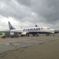 Foto diambil di London Stansted Airport (STN) oleh Jon T. pada 6/28/2013