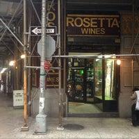 Das Foto wurde bei Rosetta Wines & Spirits von Marni A. am 7/25/2013 aufgenommen