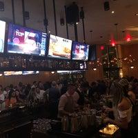 7/22/2018 tarihinde Jonathan G.ziyaretçi tarafından Moxie's Grill & Bar'de çekilen fotoğraf
