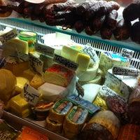 10/9/2012 tarihinde Kit T.ziyaretçi tarafından Monica's Mercato'de çekilen fotoğraf