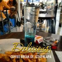 Foto tirada no(a) Coffee Break por Javier J. em 5/17/2013