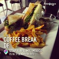 Foto tirada no(a) Coffee Break por Javier J. em 5/18/2013