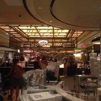 7/17/2015 tarihinde Esra C.ziyaretçi tarafından The Plaza Food Hall'de çekilen fotoğraf