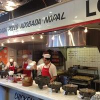 รูปภาพถ่ายที่ Los Tacos No.1 โดย J เมื่อ 7/8/2013
