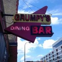 รูปภาพถ่ายที่ Grumpy's Bar & Grill โดย Jim T. เมื่อ 6/24/2012