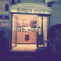 รูปภาพถ่ายที่ Burger House โดย Ivan M. เมื่อ 9/2/2013