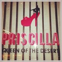 Das Foto wurde bei Priscilla Queen of the Desert von Grishka_Ka am 12/14/2013 aufgenommen