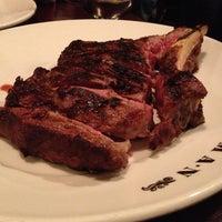 Снимок сделан в Goodman Steakhouse пользователем Shoey H. 10/12/2012