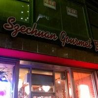 12/21/2012 tarihinde Chris T.ziyaretçi tarafından Szechuan Gourmet'de çekilen fotoğraf