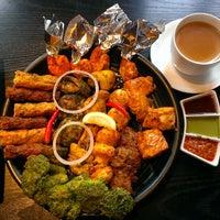 Das Foto wurde bei Lotus Land South Asian Food von Chris T. am 3/25/2013 aufgenommen