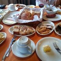 Foto tirada no(a) Café Colonial Walachay por Francine L. em 4/20/2014