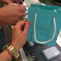 Foto tomada en Tiffany & Co. por Marce A. el 10/31/2015