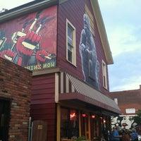 Foto diambil di Allen Street Hardware Cafe oleh Malinda pada 9/6/2013