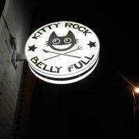 Das Foto wurde bei Kitty Rock Belly Full von Der Brüsseler am 12/1/2012 aufgenommen