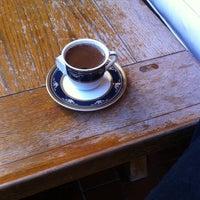 Photo prise au Café Replika par SoloTurk E. le10/13/2013