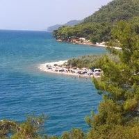 Das Foto wurde bei Çınar Plajı von Cimbar am 8/22/2013 aufgenommen