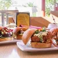 Photo prise au Stax Burger Bistro par Stax Burger Bistro le9/30/2013