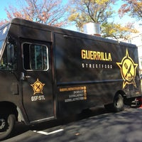 Photo prise au Guerrilla Street Food par Earl B. le10/29/2012
