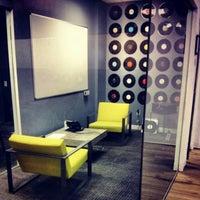 Das Foto wurde bei Foursquare HQ von Omid A. am 4/11/2013 aufgenommen