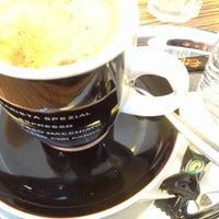 Foto tirada no(a) Coffeeshop Company II por Alisa A. em 11/23/2015