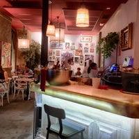 Das Foto wurde bei a.n.E.l. Tapas & Lounge Bar von Eduardo R. am 6/30/2016 aufgenommen