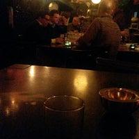 3/21/2014 tarihinde Kaar L.ziyaretçi tarafından Bar Le Petit'de çekilen fotoğraf