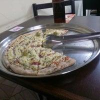 Foto tirada no(a) Itália Pizza por Lucas D. em 8/10/2013