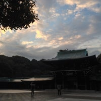 Foto tirada no(a) Honden (Main Shrine) por Ryu O. em 12/14/2012