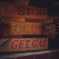 Foto scattata a The Wood Pit Barbecue da catherine il 12/21/2012
