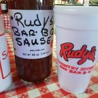 Photo prise au Rudy's BBQ par Eugene B. le10/22/2017