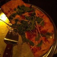 Foto diambil di Si No Corro Me Pizza oleh Yolanda S. pada 8/6/2013