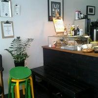 Foto scattata a Good Life Coffee da Pau L. il 6/8/2013