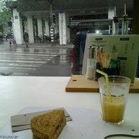 Foto scattata a Juice & Salad da Pau L. il 6/21/2013
