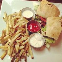 Снимок сделан в Mo's Restaurant пользователем Eric L. 6/13/2013