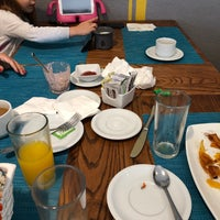 Foto diambil di Cinco Cocina Urbana oleh ᴡ S. pada 5/26/2019