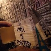 Foto tirada no(a) Hoi Polloi Brewpub & Beat Lounge por Johan W. em 2/10/2020