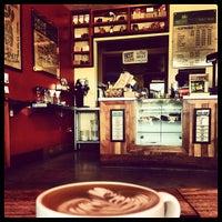 4/20/2013 tarihinde Olivier P.ziyaretçi tarafından Bird Rock Coffee Roasters'de çekilen fotoğraf
