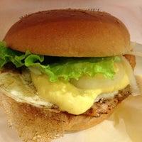 Foto tomada en Freshness Burger por Hiroaki H. el 1/5/2013