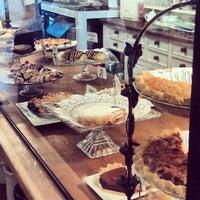 Das Foto wurde bei Upper Crust Pie & Bakery von Bryan D. am 9/4/2013 aufgenommen