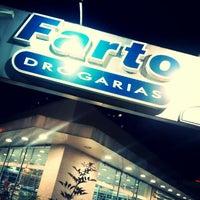 Foto tirada no(a) Farto Drogaria por Álvaro R. em 3/18/2014