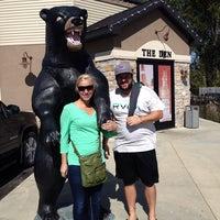 Foto scattata a Bears Den Sports Bar & Eatery da Shanna S. il 10/1/2013