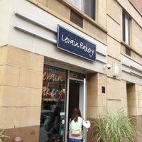 Foto tomada en Levain Bakery por Chino S. el 9/14/2013