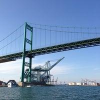 รูปภาพถ่ายที่ Vincent Thomas Bridge โดย Gina P. เมื่อ 3/18/2013
