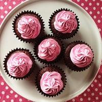 3/8/2013에 Fernando D.님이 FairyLand Cupcakes에서 찍은 사진