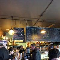 Foto tirada no(a) PLG Coffee House and Tavern por Lars H. em 2/10/2018