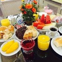 Das Foto wurde bei Jp Palace Hotel von ivone g. am 3/4/2015 aufgenommen