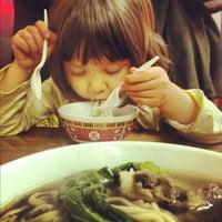 12/1/2012 tarihinde Charles A.ziyaretçi tarafından Lam Zhou Handmade Noodle'de çekilen fotoğraf
