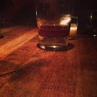 7/5/2013 tarihinde Charles A.ziyaretçi tarafından Maude's Liquor Bar'de çekilen fotoğraf