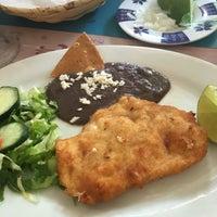 Foto diambil di Restaurante El Cholulteca oleh Sandra P. pada 8/14/2016