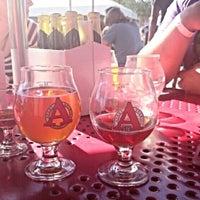 Foto tirada no(a) Avery Brewing Company por Adrian H. em 9/24/2015
